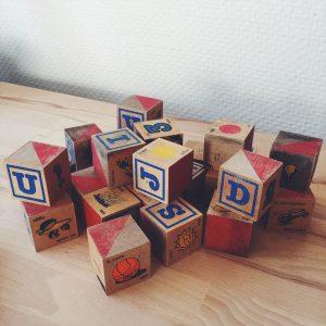 jouet-vintage-bois-durable-cubes-alphabet